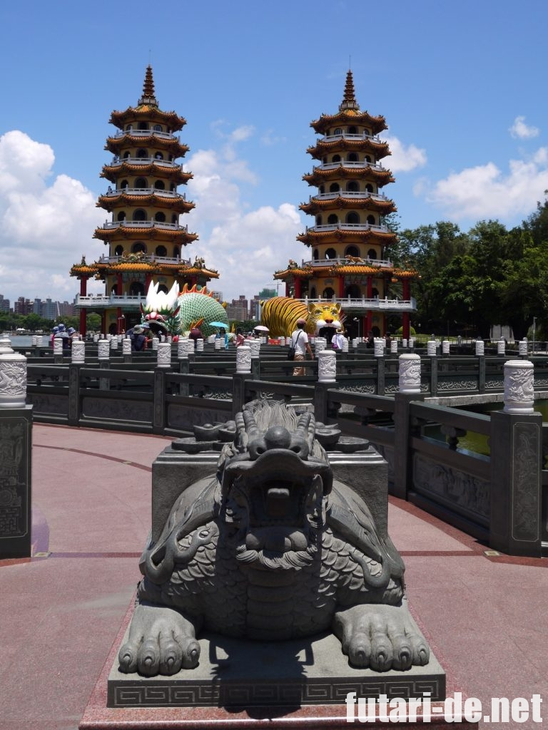 台湾高雄の龍虎塔