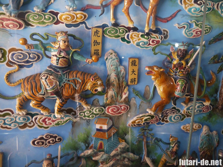 台湾高雄の龍虎塔の内部