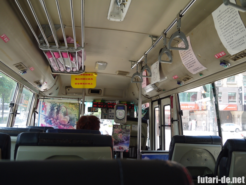 台湾高雄のバス車内