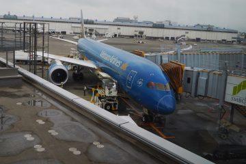 成田空港 ベトナム航空機