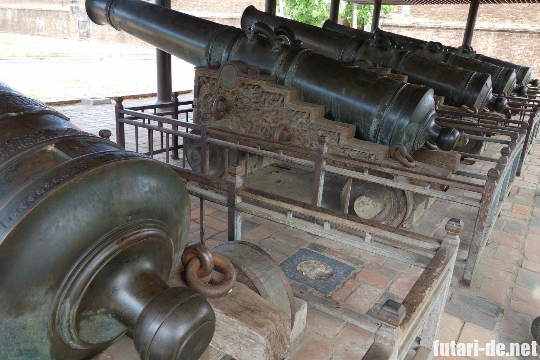 ベトナム フエ グエン朝王宮 大砲