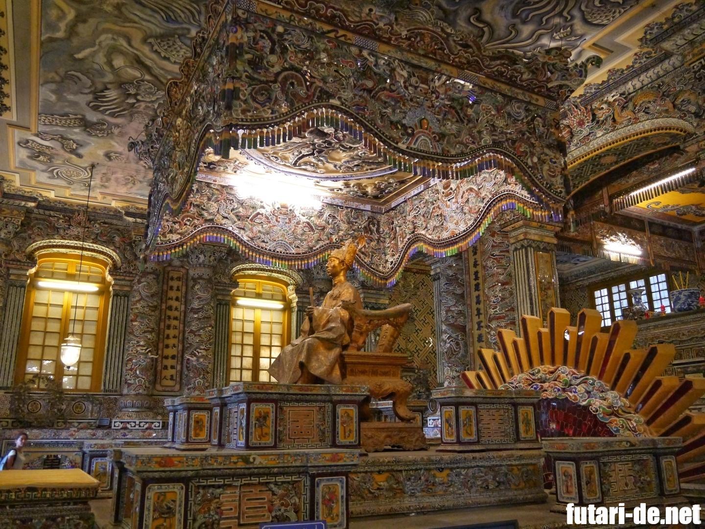 ベトナム フエ カイディン帝廟 玉座 モザイク