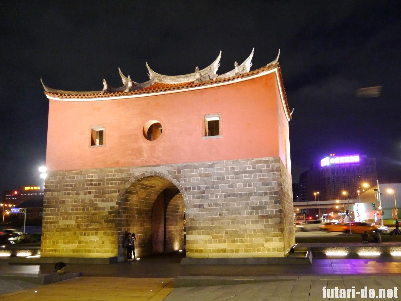 台湾 台北 北門 夜 満月