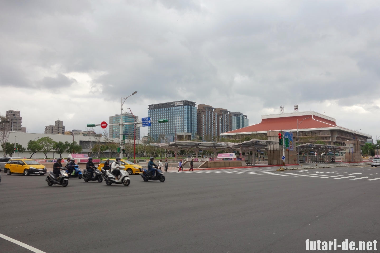 台湾 台北 桃園機場捷運(MRT)台鉄 台北駅