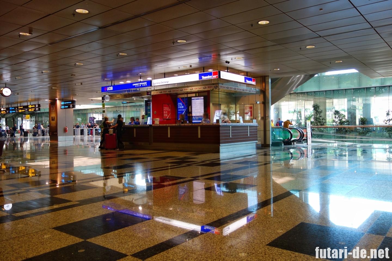 シンガポール チャンギ国際空港 ターミナル3 SIM 到着ラウンジ UOB Travlex