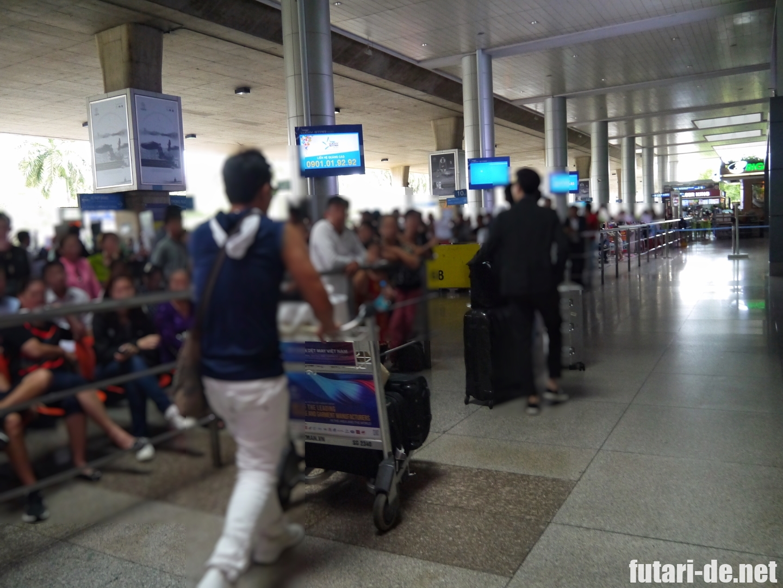 ベトナム ホーチミン タンソンニャット国際空港 両替